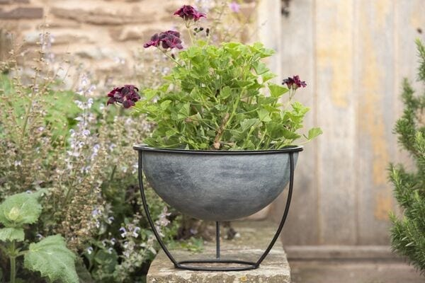 Outdoor pots & accessories
