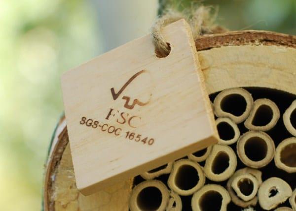 Pollinating bee log