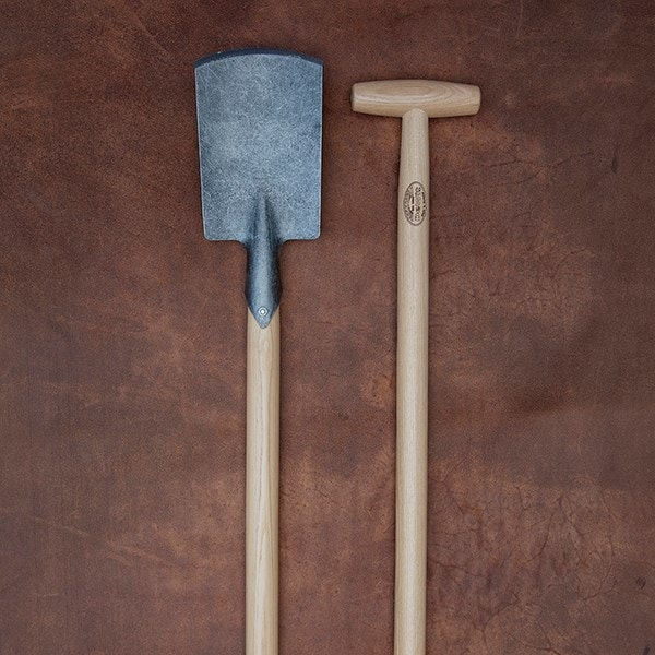 De Wit small spade with long 'T' shaped handle