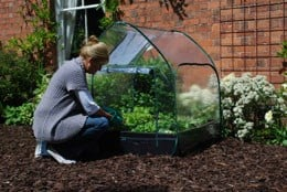 Pop up cloche cover for grow bed