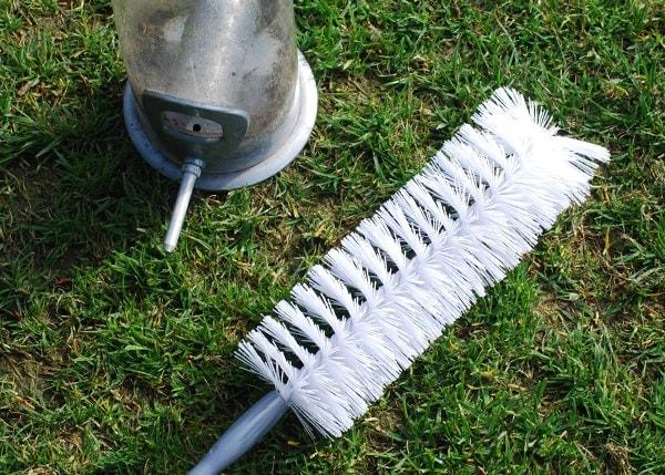 Bird feeder cleaning brush