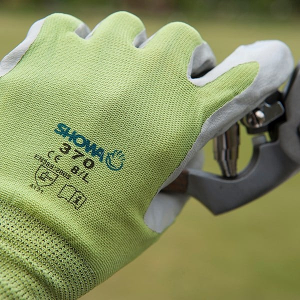 Green nitrile gardening gloves showa floreo 370
