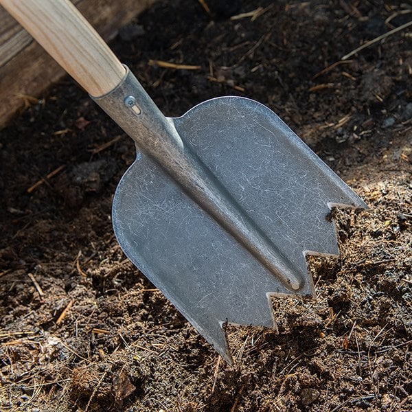 DeWit lightweight compost/soil shovel