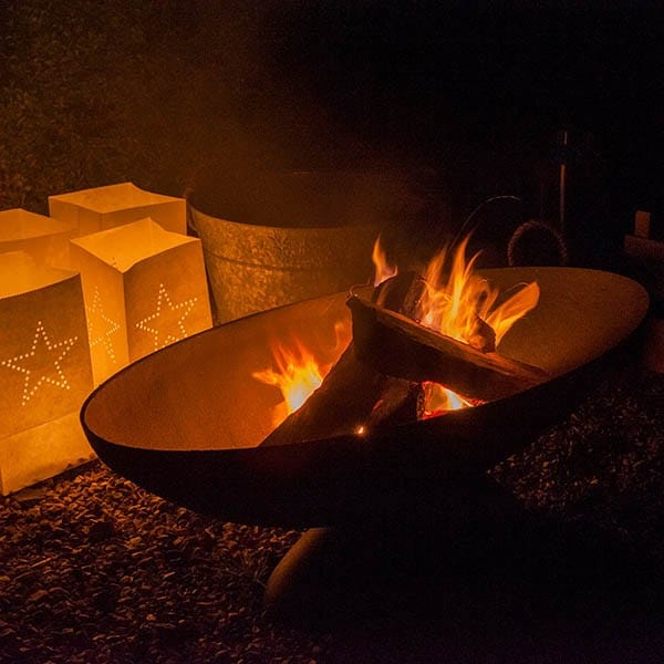 Cast-iron oval fire pit