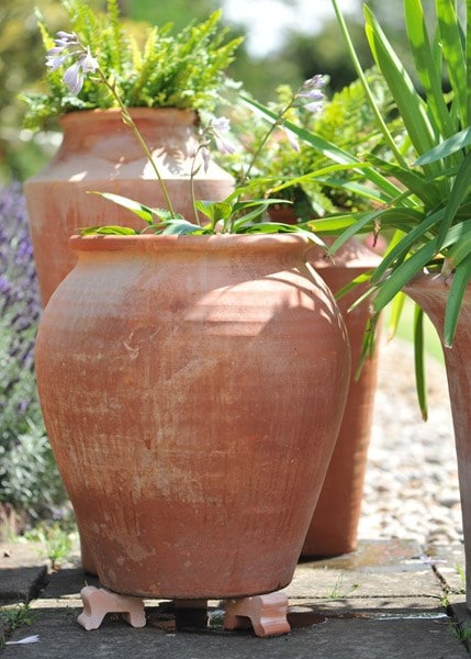 Terracotta pot feet