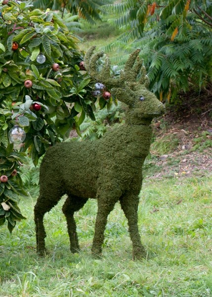 Deer garden sculpture