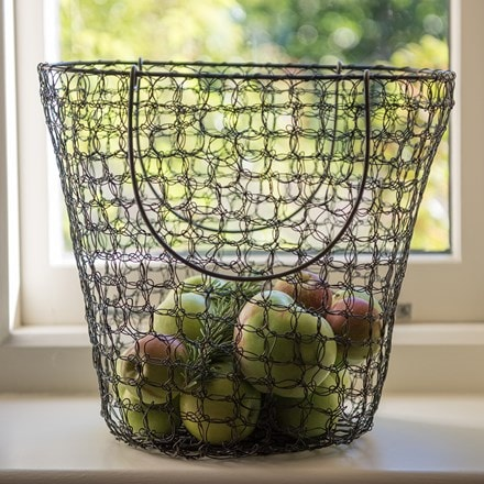 Woven wire fruit basket