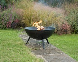 Iron fire pit bowl with cast iron tripod base