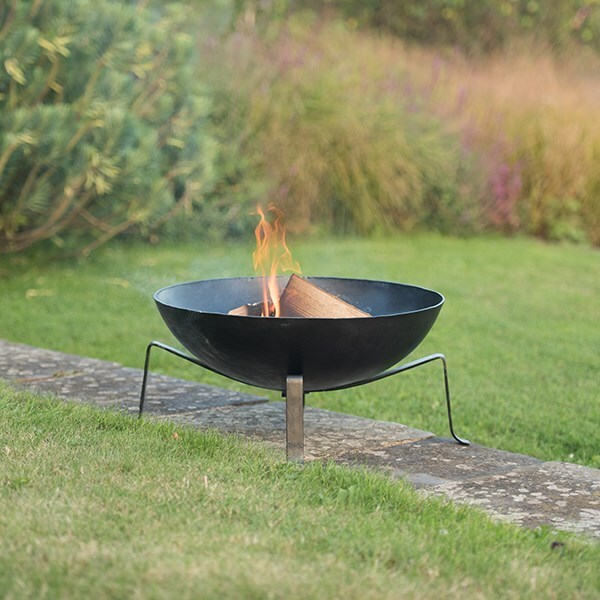 Iron fire pit bowl with wide base