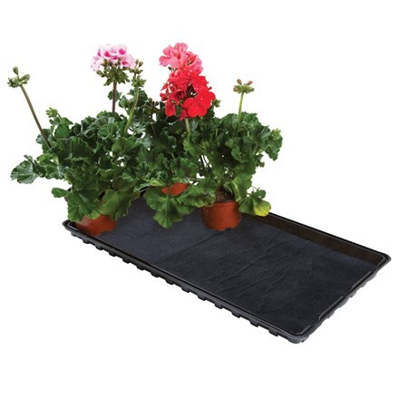 Watering gravel tray with capillary matting