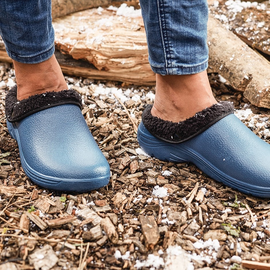 Navy clog with black fleece - sizes 4 to 11