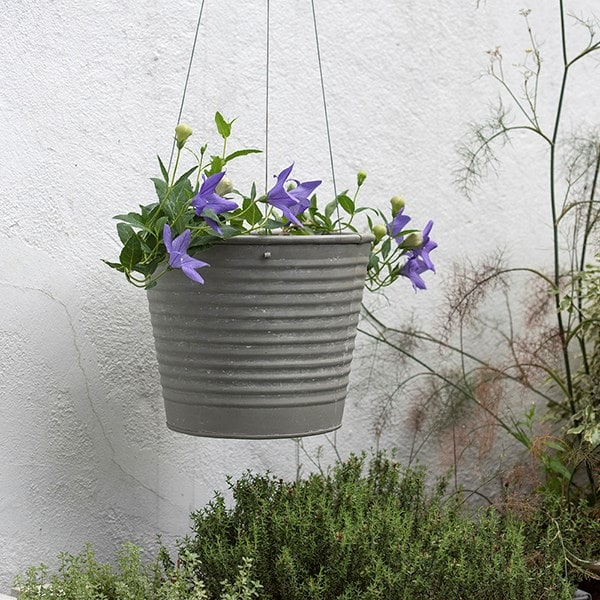 Hanging aged ribbed planter