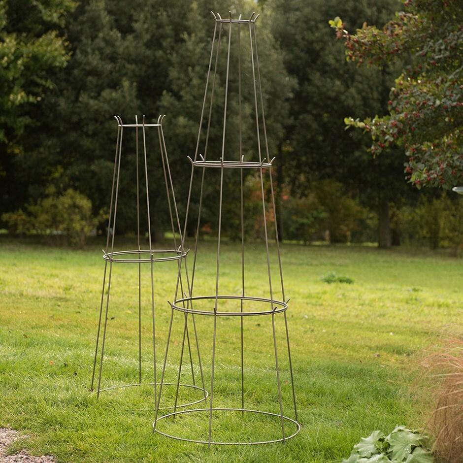 Tiered obelisk