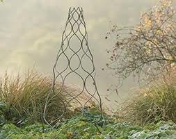 Ogee pattern obelisk