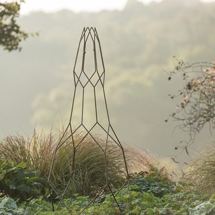 Rhomboid pattern obelisk