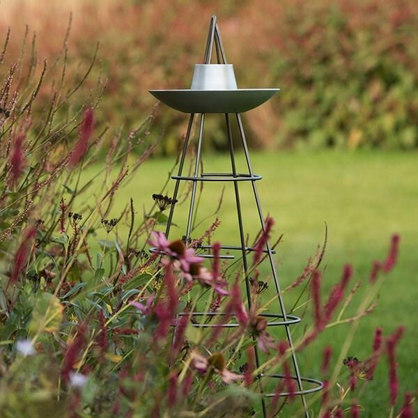 Bird bowl obelisk