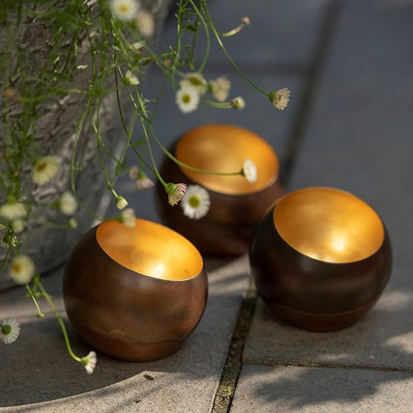 Sphere tealight holder