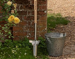 Kent and Stowe stainless steel long handled bulb planter