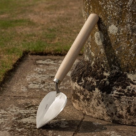 Sneeboer long handled planting trowel old Dutch style