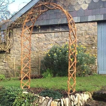 Hazel criss cross arch