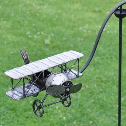 Biplane stake
