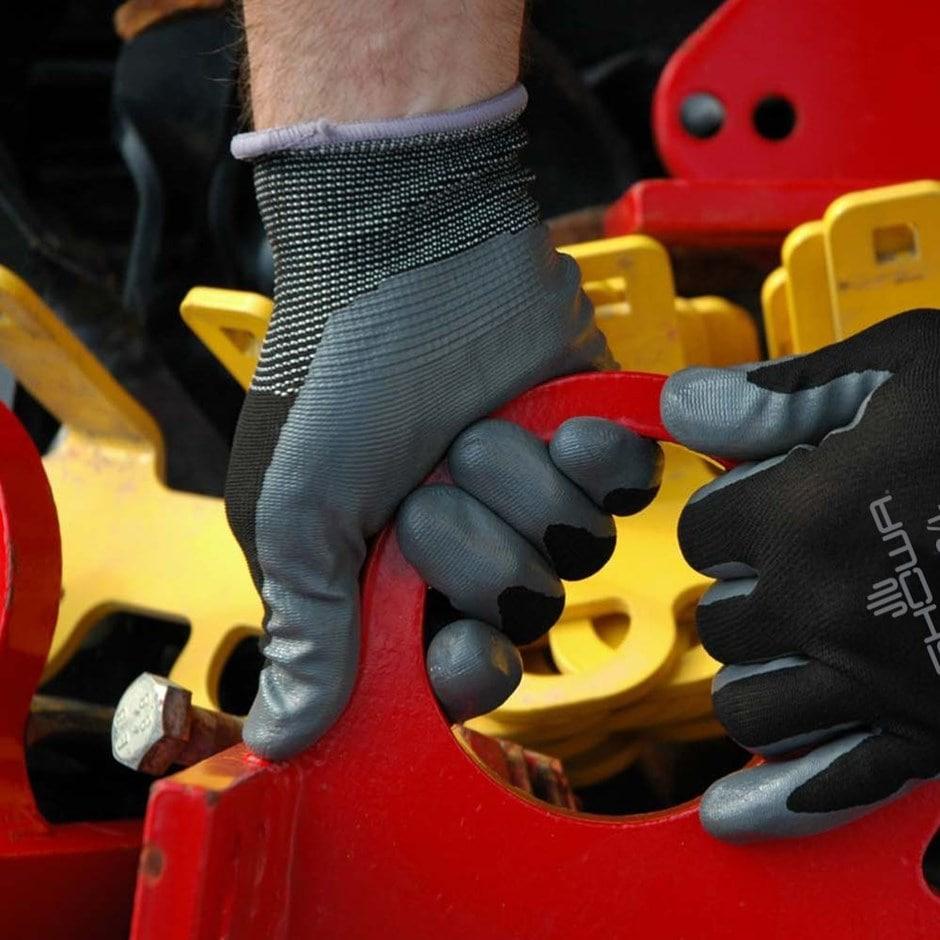 Black nitrile gardening gloves showa floreo 370