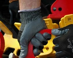 Black nitrile gardening gloves showa floreo 370