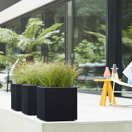 Vivo square structure planter with wheels