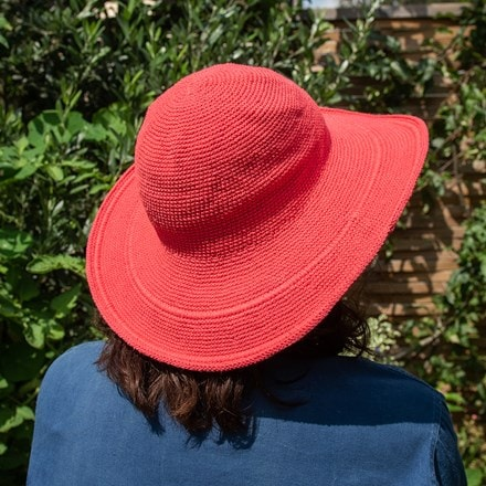Crochet cotton garden hat - coral pink