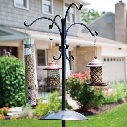 Deluxe four way bird feeding station with squirrel baffle