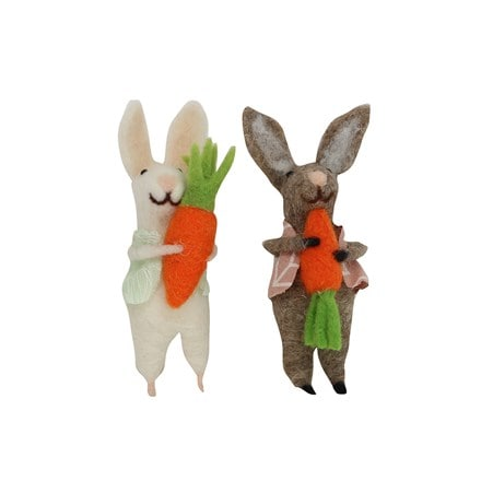 Easter wool bunny holding carrot