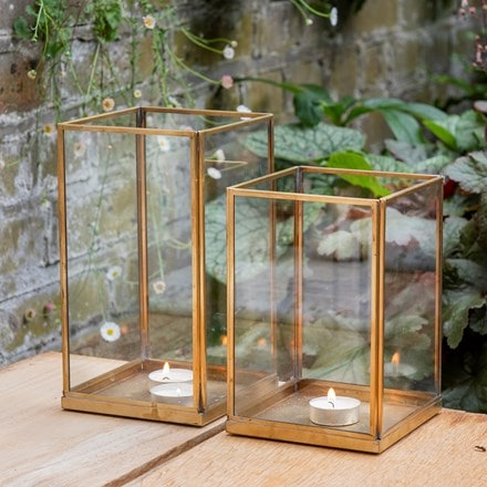 Simple terrarium / tealight holder with tray base