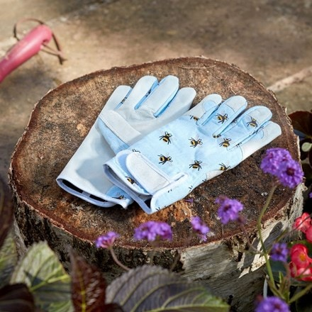 Patterned gloves - bees
